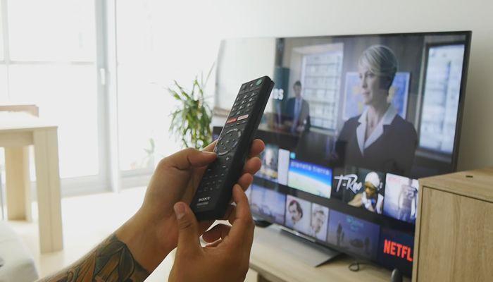 Mando del TV Sony XD93 4K con Android TV