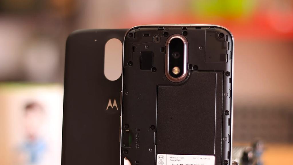 Smartphone Motorola Moto G4 abierto