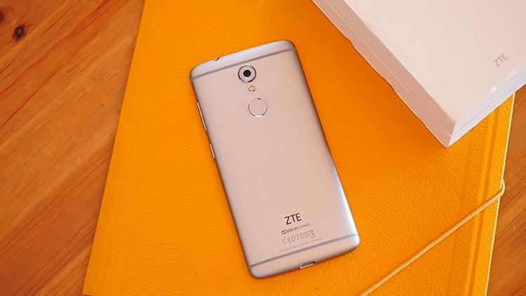ZTE Axon 7 Mini cámara y huella digital