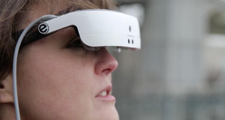 eSight 3, las gafas que permiten a personas con discapacidad visual andar por la calle