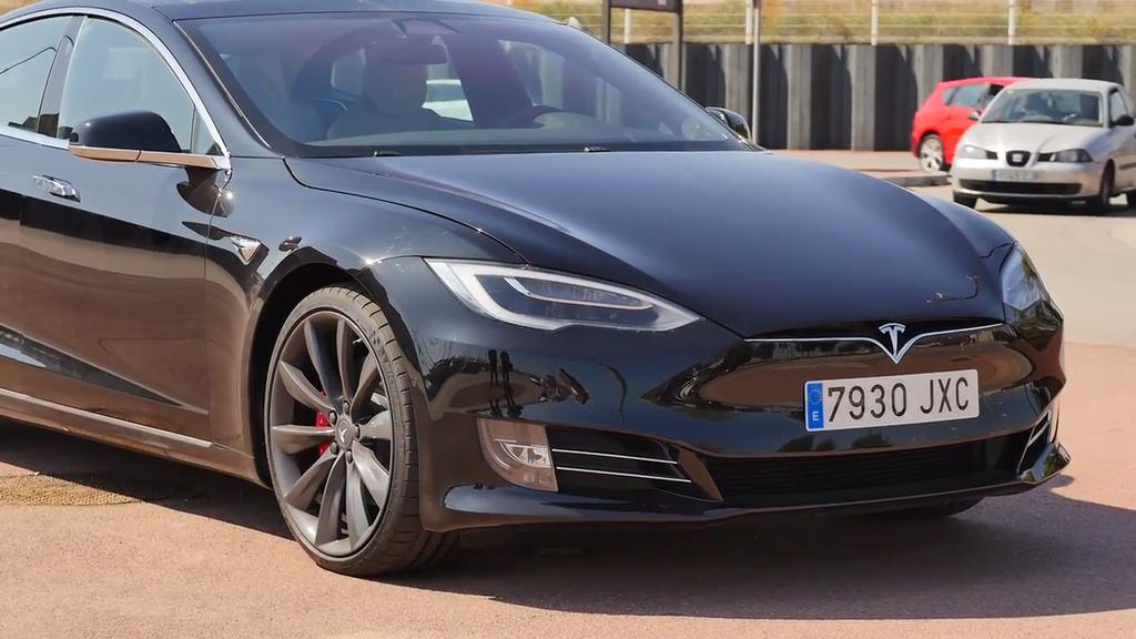 Frontal del Tesla Model S P100D