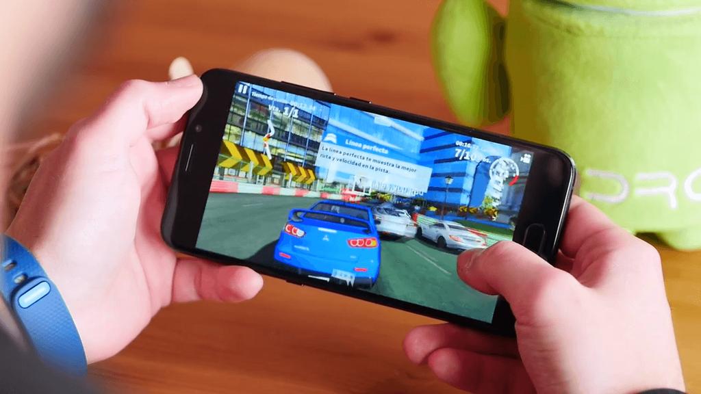 Imagen del UMi Plus E con un juego