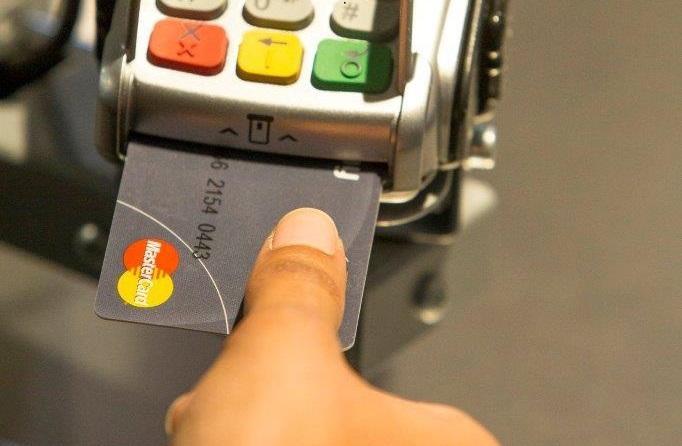 Tarjetas de crédito con lector de huellas dactilares