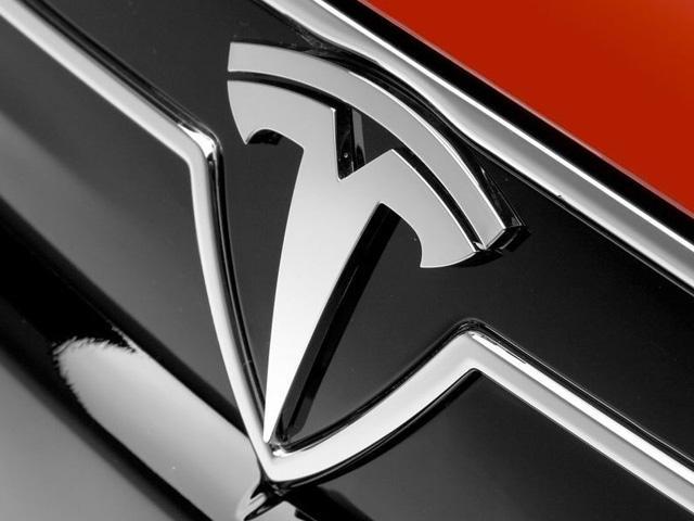 Logotipo frontal de coche Tesla
