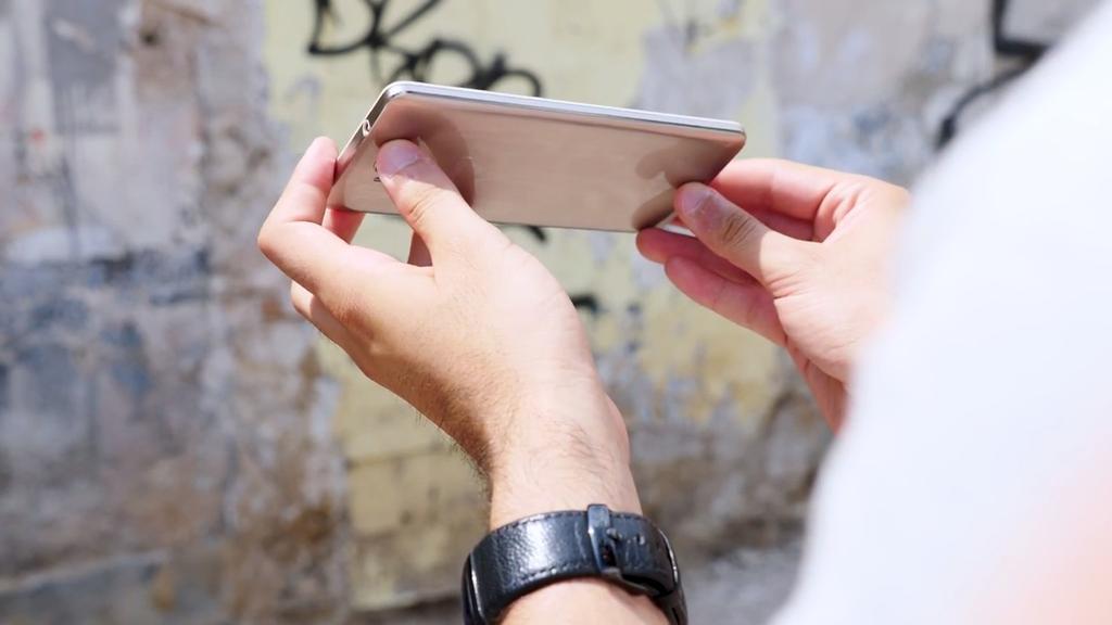 Teléfono Cubot Cheetah 2 en mano