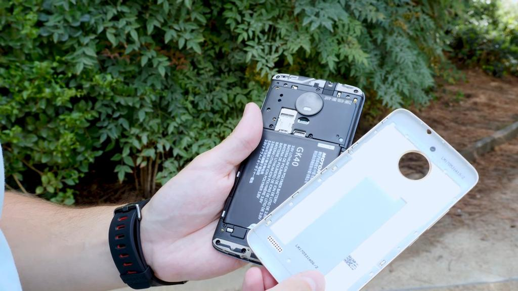 Teléfono Moto E abierto