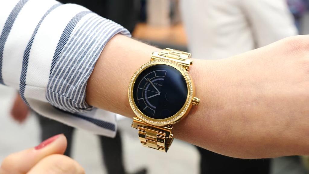 Diseño del reloj inteligente de Michael Kors