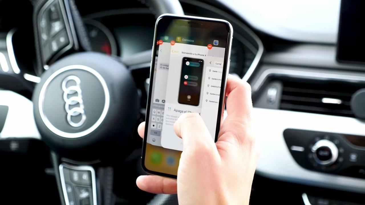 iPhone X en un coche