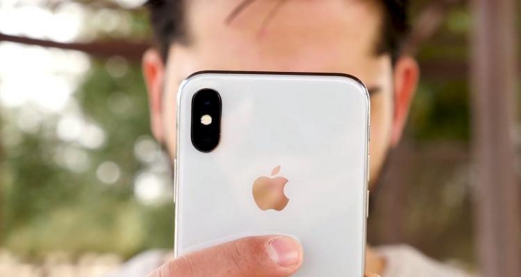 iPhone X por detrás
