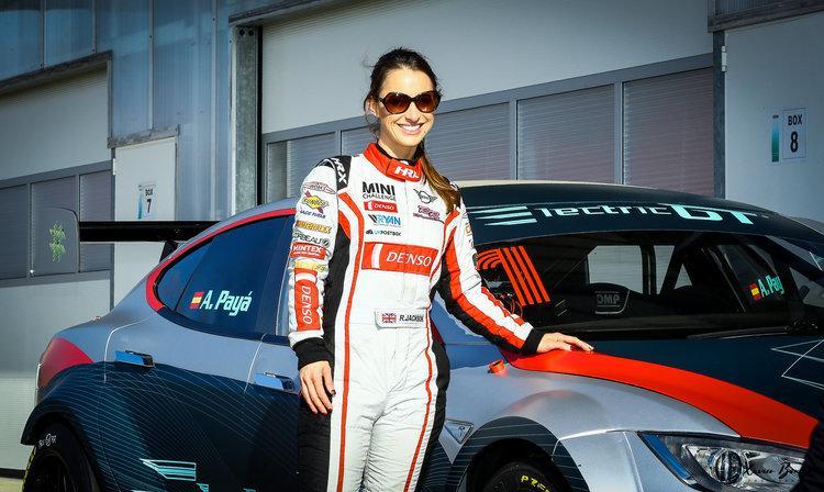 Piloto y coche campeonato GT eléctrico Tesla