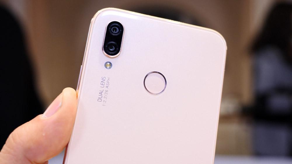 Lector de huellas y cámara del Huawei P20