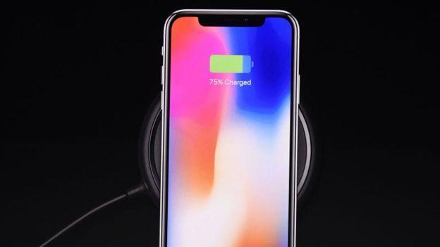 iPhone X con iOS 11.3 cargando