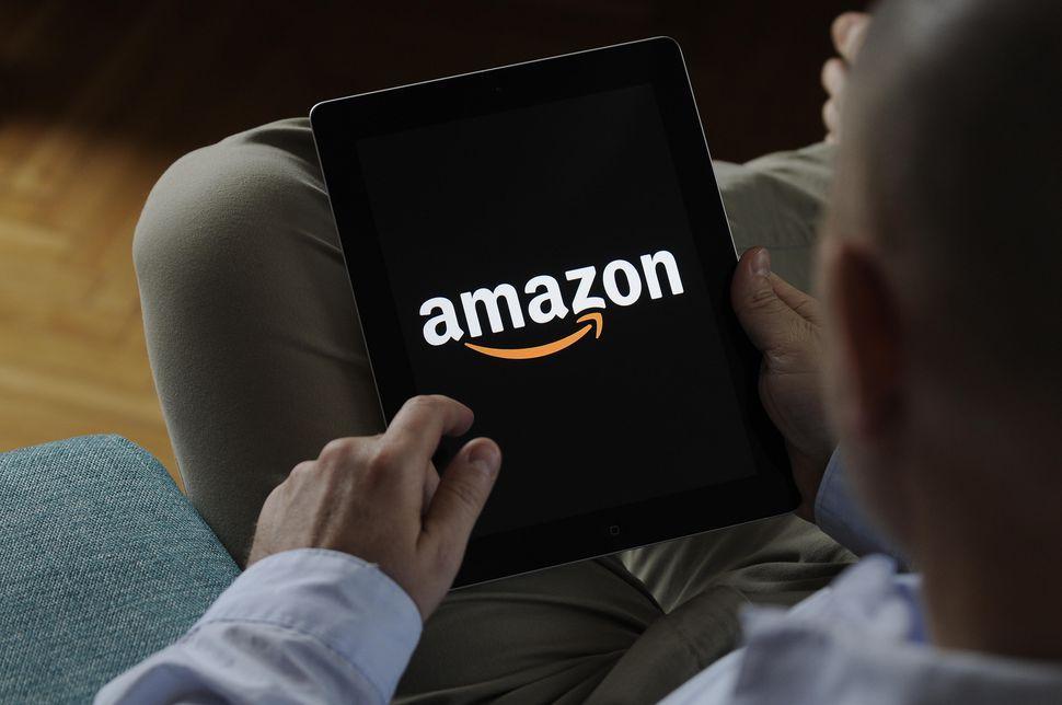 Logotipo de Amazon en un tablet