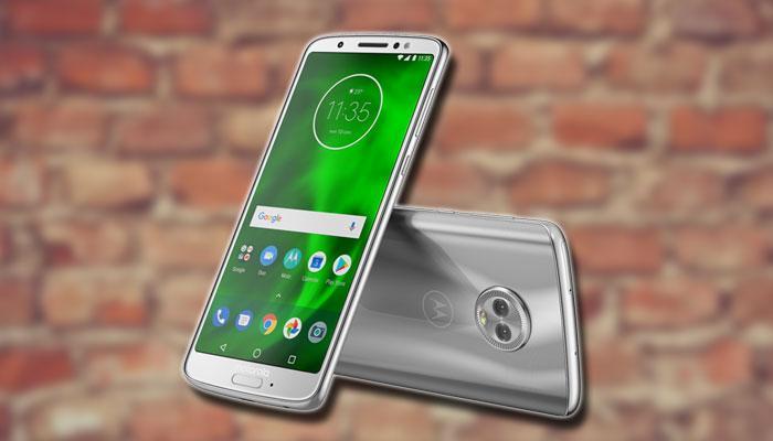 Motorola Moto G6 con fondo de unos ladrillos