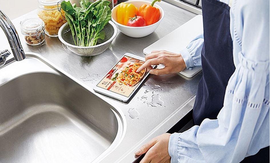 Uso del tablet Huawei MediaPad M5 8 en la cocina