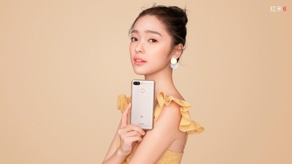 Xioami Redmi 6 de color dorado