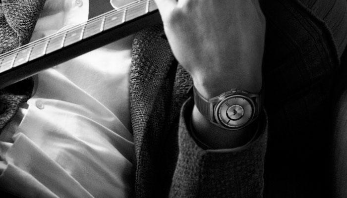 Smartwatch Emporio Armani en blanco y negro