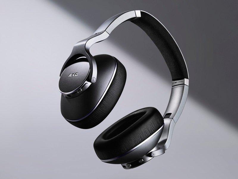 Auriculares inalámbricos de Samsung y AKG