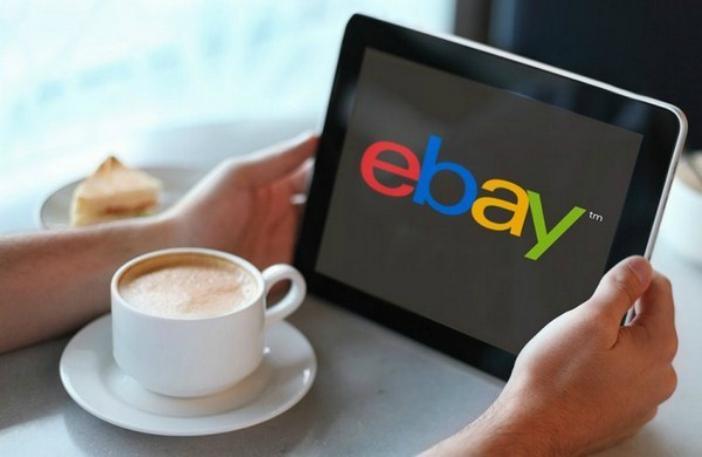 logo e eBay en un tablet