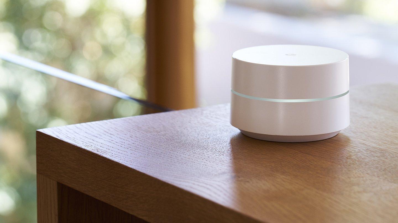 Router Google WiFi en una mesa