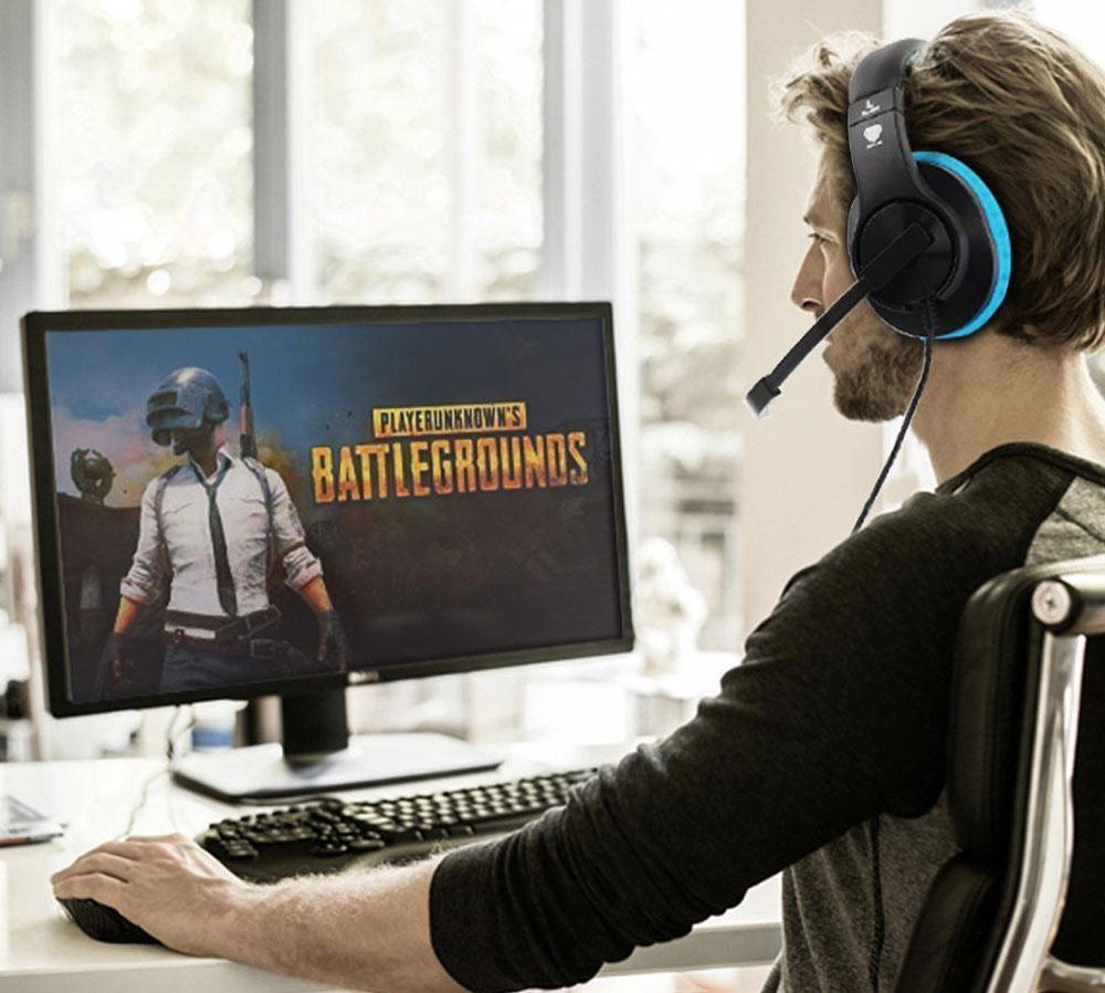 Jugando con auricular gaming