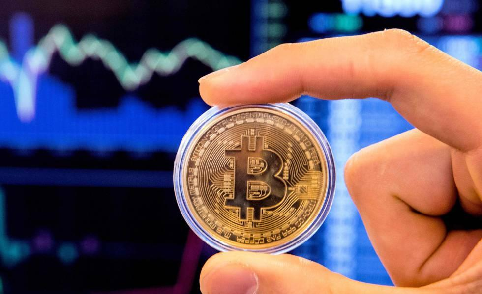 Moneda con logotipo de Bitcoin