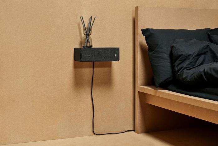 Altavoz IKEA SYMFONISK colgado en la pared