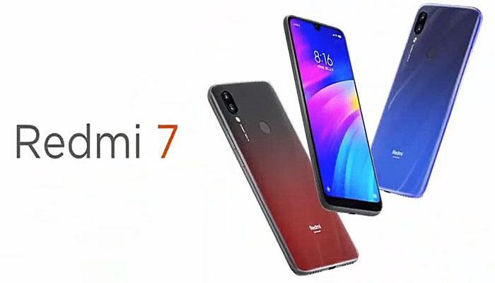 Teléfono Redmi 7 en tres colores con fondo blanco