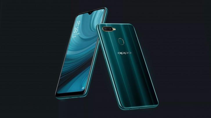 Teléfono Oppo A7n con fondo negro