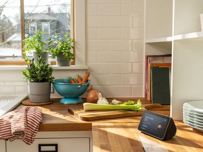Uso en la cocina de la pantalla inteligente Amazon Echo Show 5