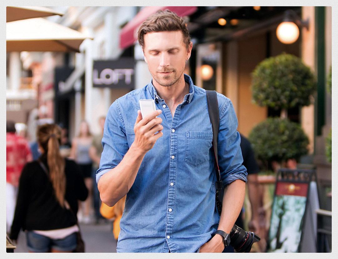 Uso de smartphone en la calle
