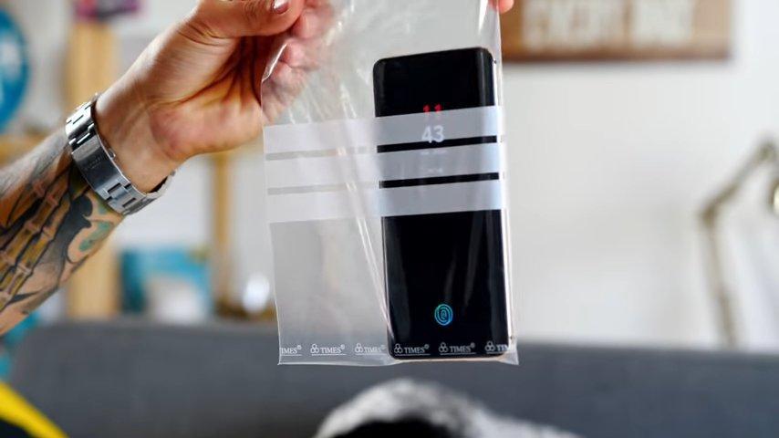 Móvil en bolsa transparente