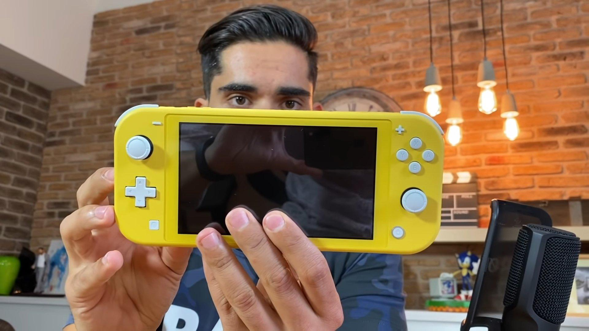 Nintendo Switch Lite por delante