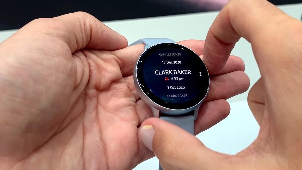 Samsung Galaxy Watch Active 2 por delante