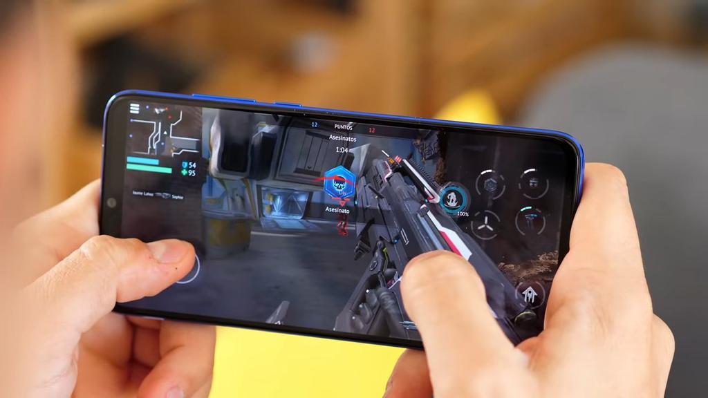 Xiaomi Mi 9 Lite por delante