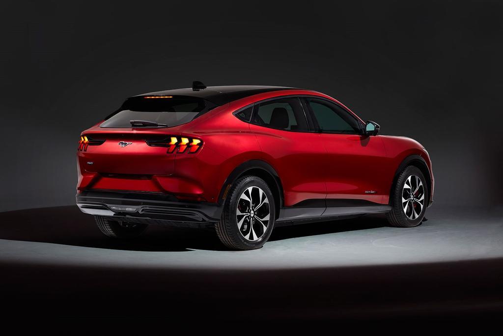 Mustang Mach-E por detrás