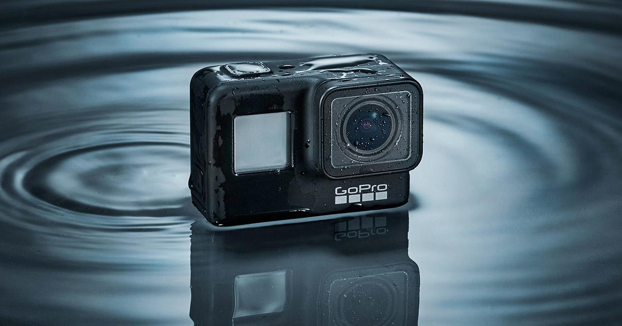 Cámara GoPro Hero 7 en agua