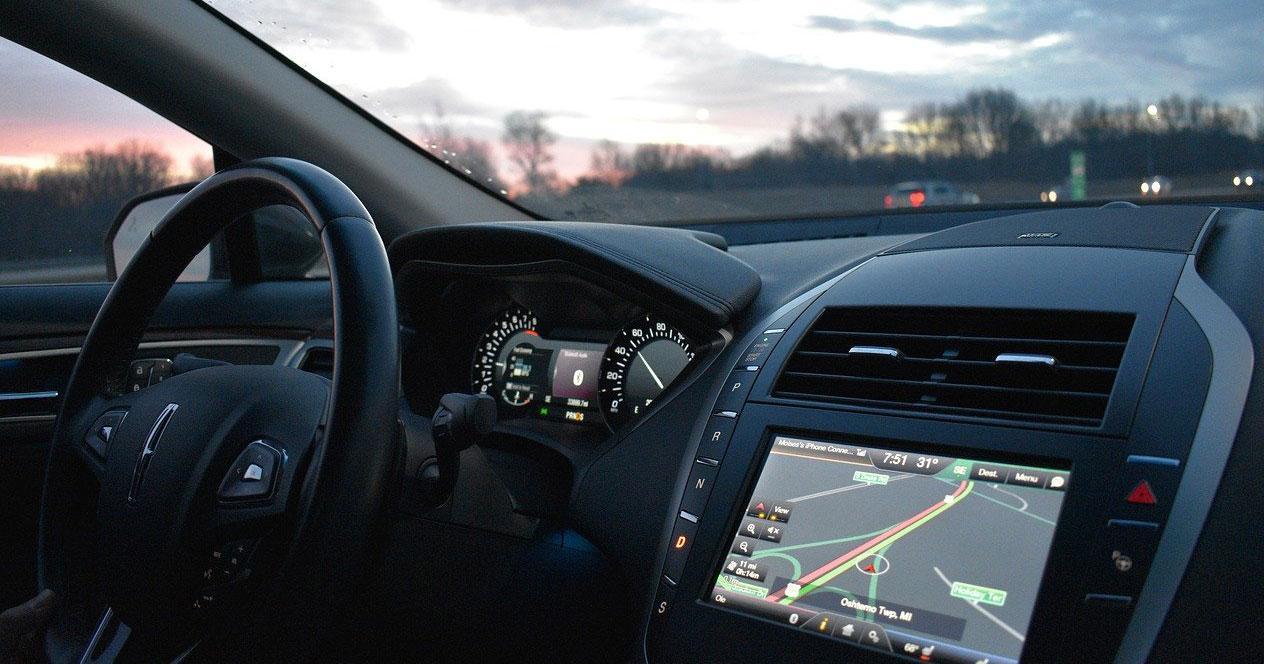 Imagen interior de un coche