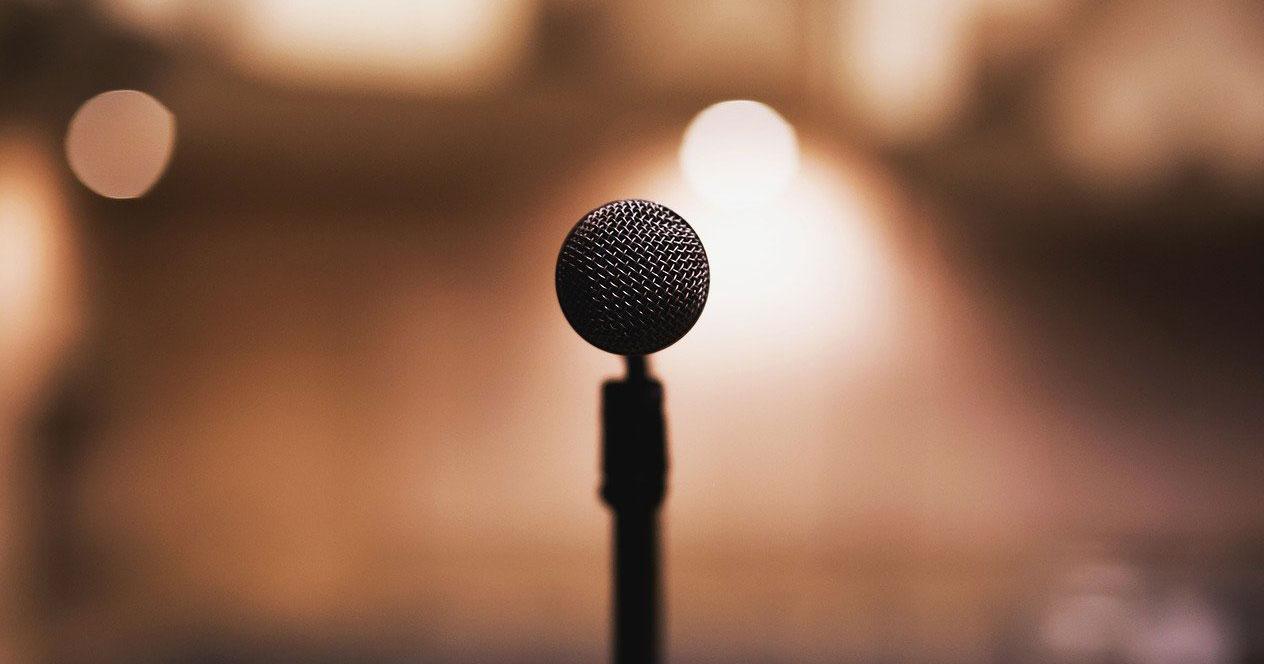 Imagen de micrófono frontal