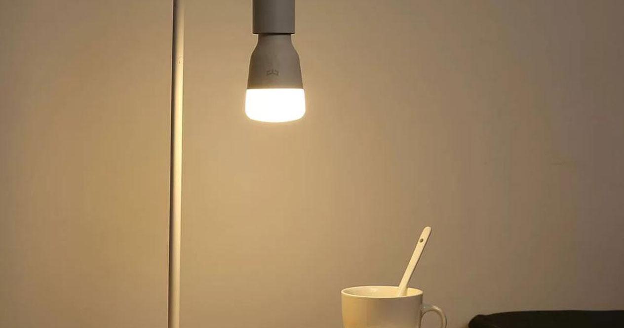 Uso en habitación de Yeelight E27 Smart Light Bulbs