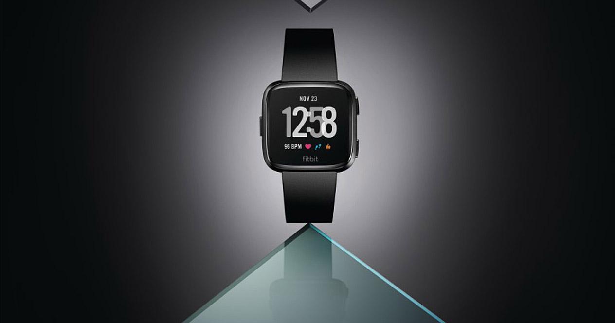 Smartwatch Fitbit Versa fondo negro