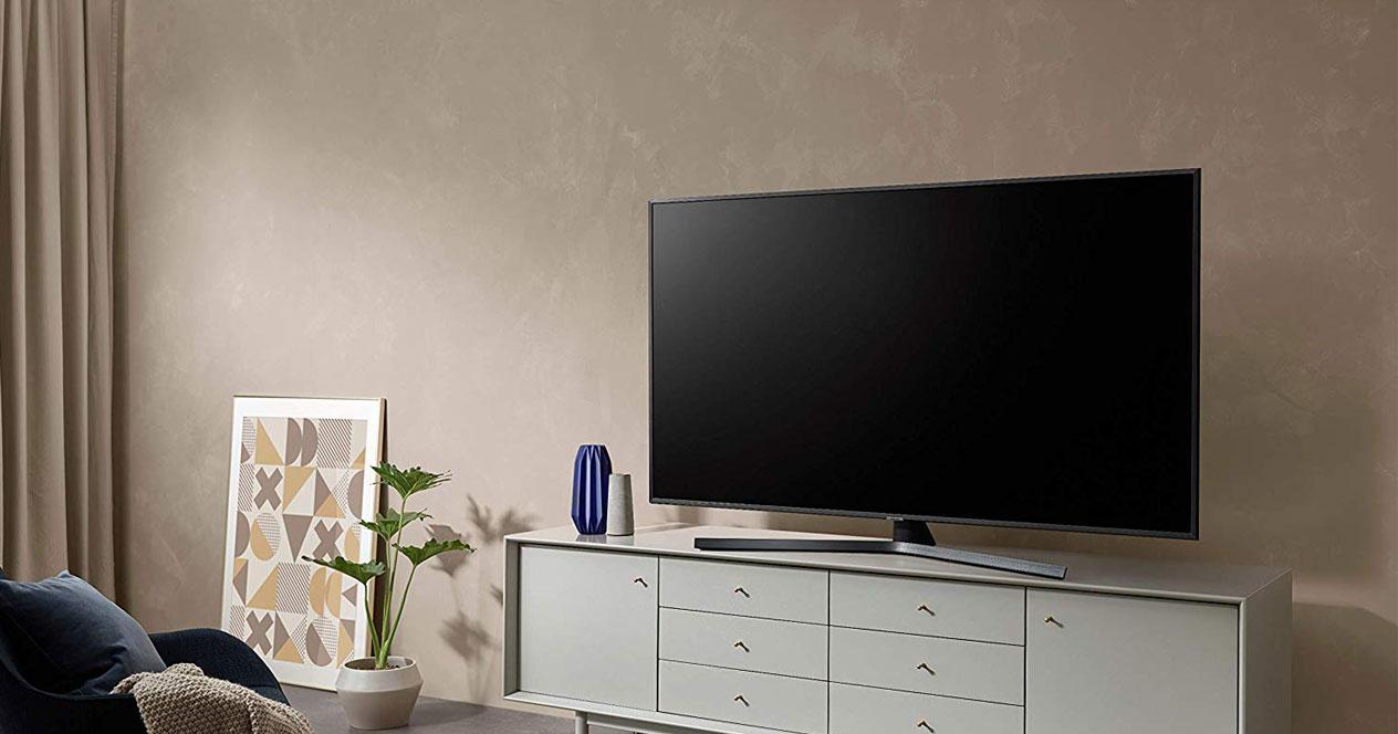 Uso de Samsung 4K UHD 2019 50RU7405 en el salón