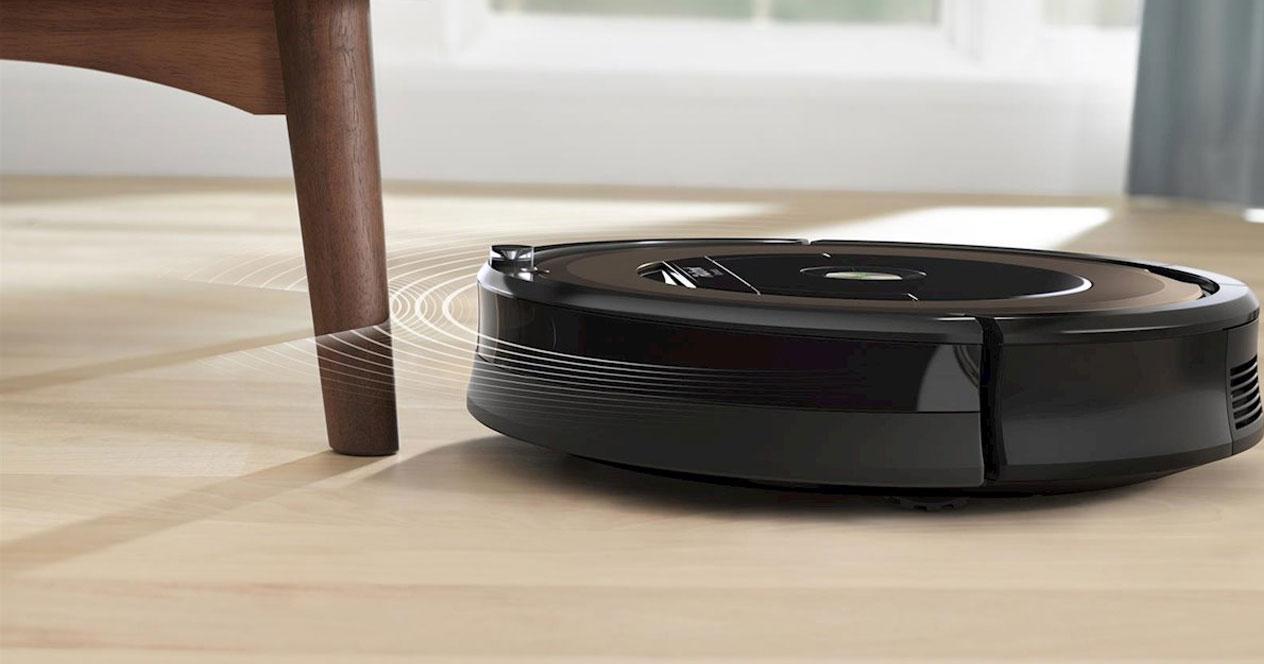 Uso de robot aspirador de color negro
