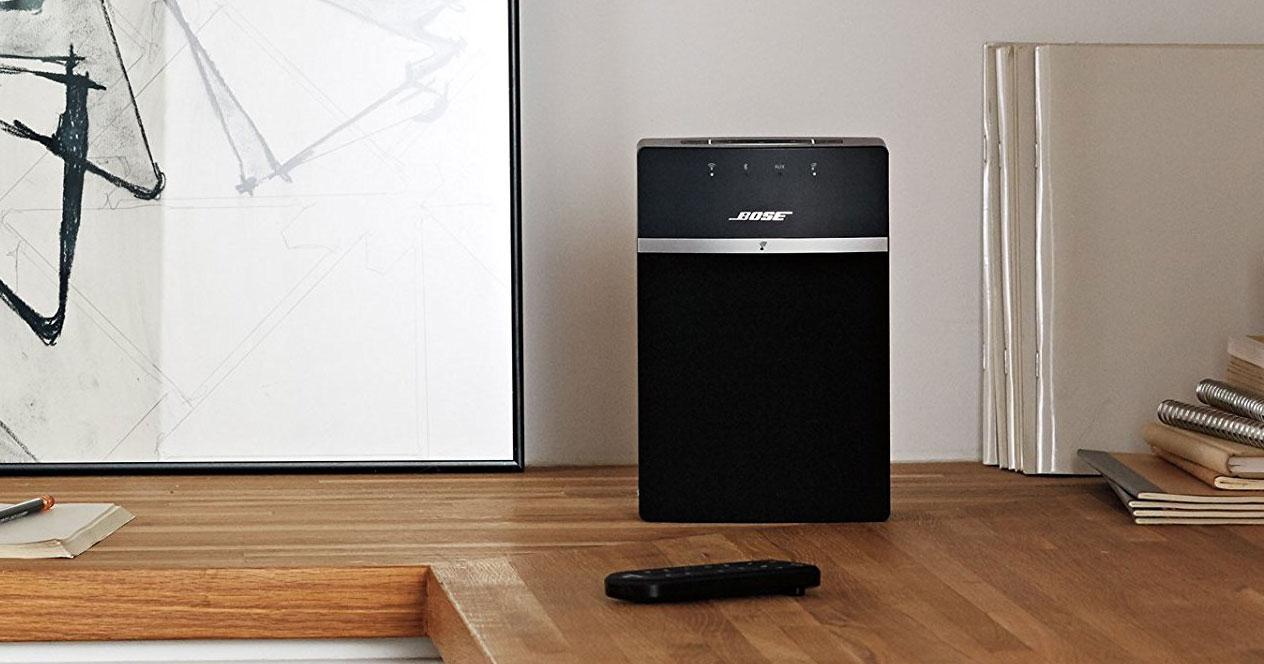 Altavoz Bose SoundTouch 10 negro en una mesa