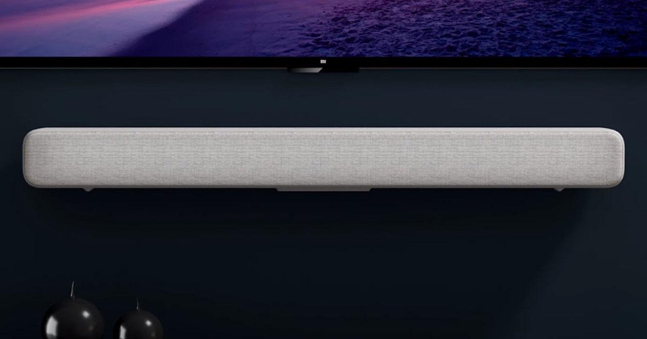 Barra de sonido Xiaomi TV Soundbar colgada en la pared