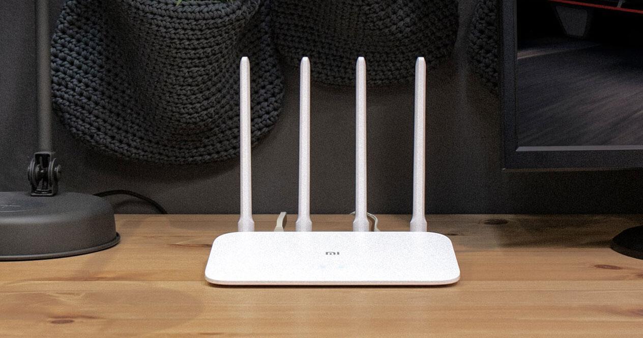 Router Xiaomi Mi 4A Dual Band en una mesa