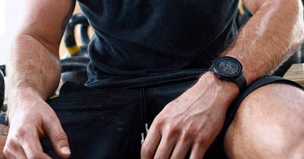 Uso de un smartwatch en el gimnasio