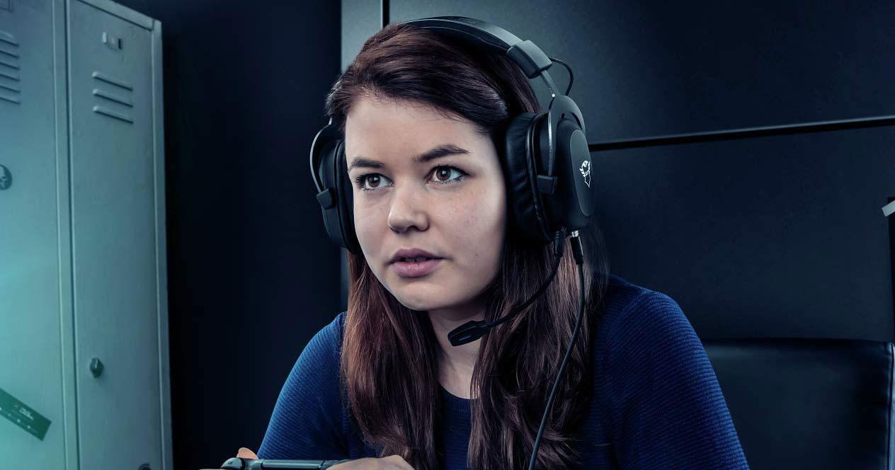Jugar a la PS4 con auriculares
