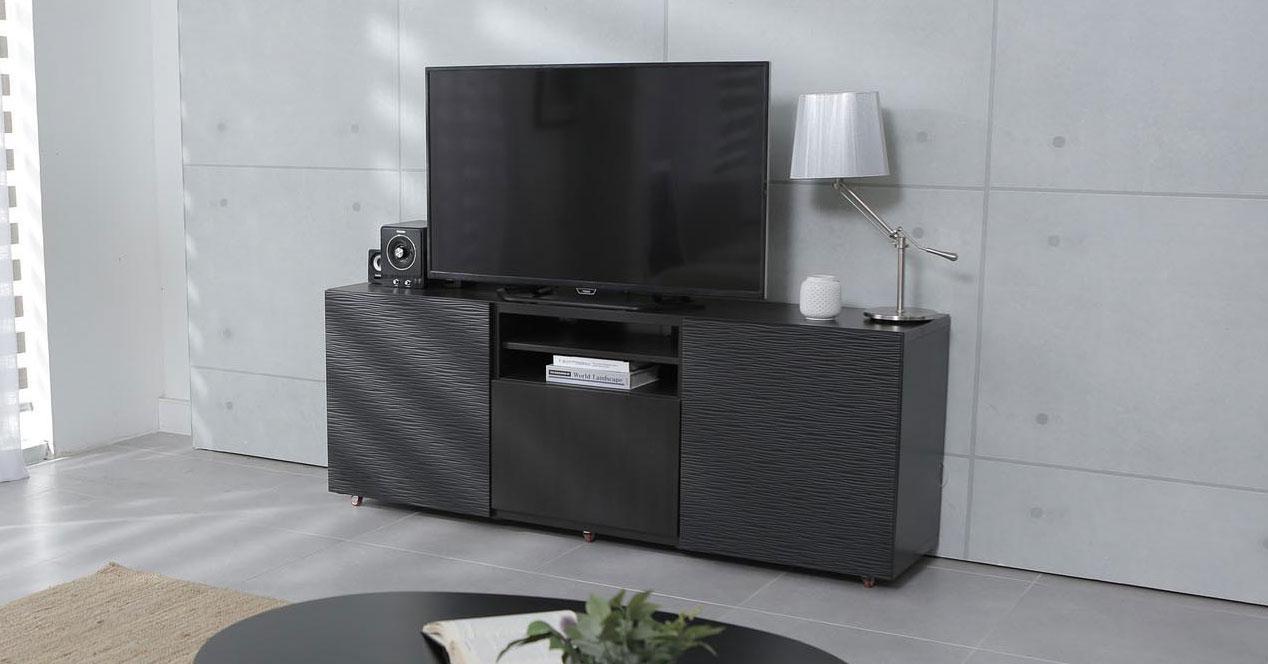 Uso de una Smart TV el el salón