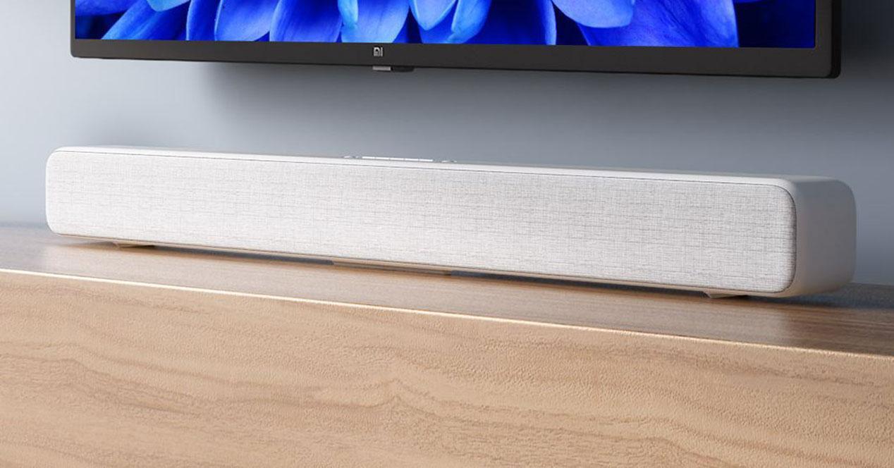 Barra de sonido Xiaomi Mi TV Soundbar en una mesa